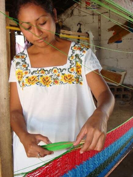 artesana-urdiendo-hamaca