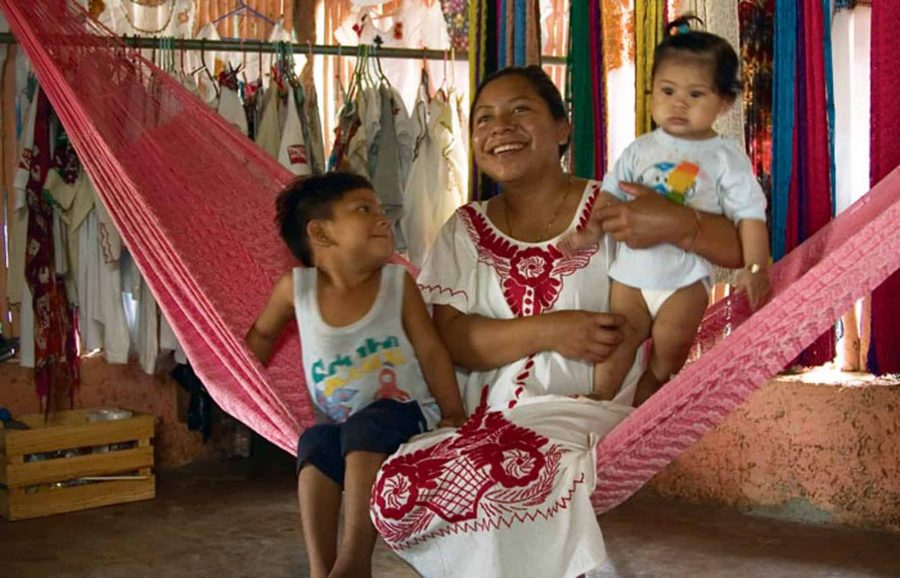 Familia yucateca en hamaca